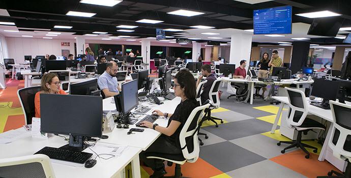 El periódico Información moderniza la redacción e integra la televisión